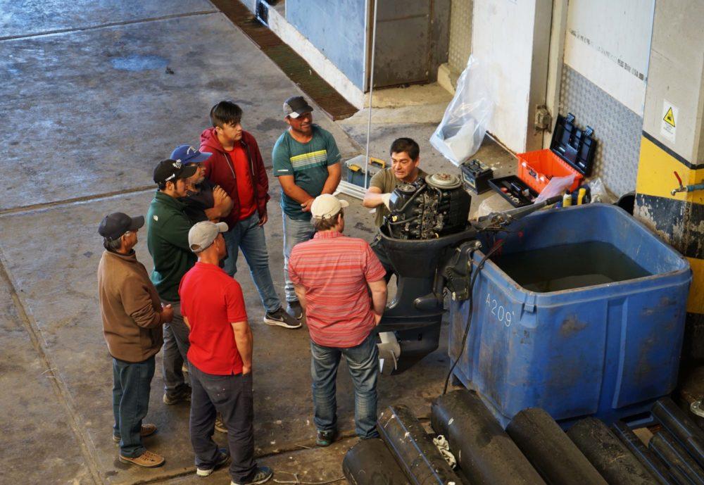 Curso de mantención de motores fuera de borda convocó a mitilicultores en Puerto Montt